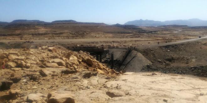 احد الجسور الحيوية في منطقة فرضة نهم دمرته غارات للعدوان السعودي في وقت سابق(ارشيف ـالمستقبل)