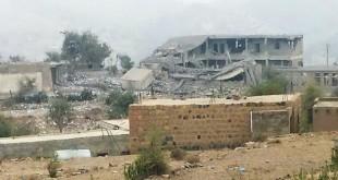 مجمع تعليمي دمرته غارات العدوان السعودي في مديرية جبل صبر بمحافظة تعز(ارشيف ـ المستقبل)