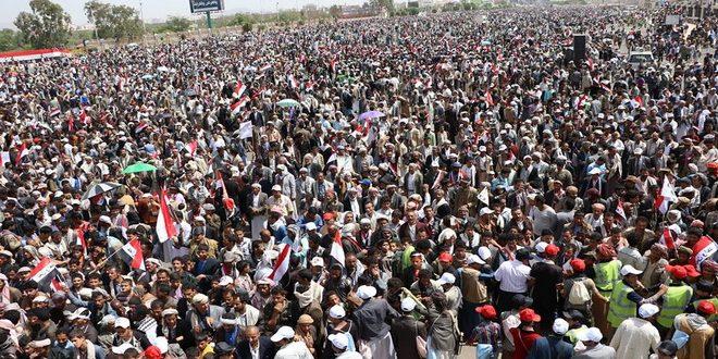 جانب من المشاركين في الاحتفال المركزي لمناسبة العيد الوطني 22 مايو بميدان السعبين بصنعاء اليوم (المستقبل)